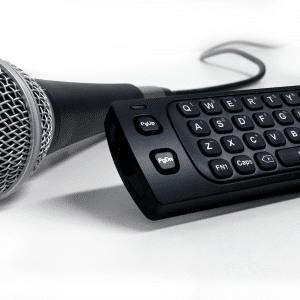 Muvika-microphone-and-remote